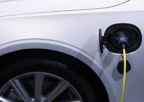 Samochody na prąd - wsiadać, czy wysiadać? Tesla i jej konkurenci