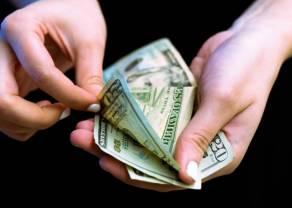 Słaby dolar to mocne kruszce. Kurs euro przy 4,39 PLN. Frank po 4,07 zł. Funt blisko 4,92 złotego