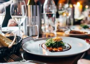 W branży hotelarskiej i gastronomicznej płace prawie się zatrzymały