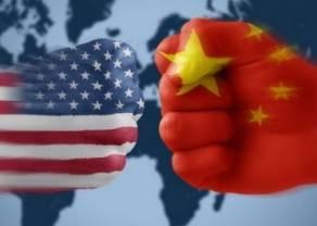 """Według Trumpa Chiny """"złamały umowę""""! Rynki azjatyckie zniżkują, za nimi DAX i indeksy amerykańskie. Analizujemy też euro do dolara i funta"""