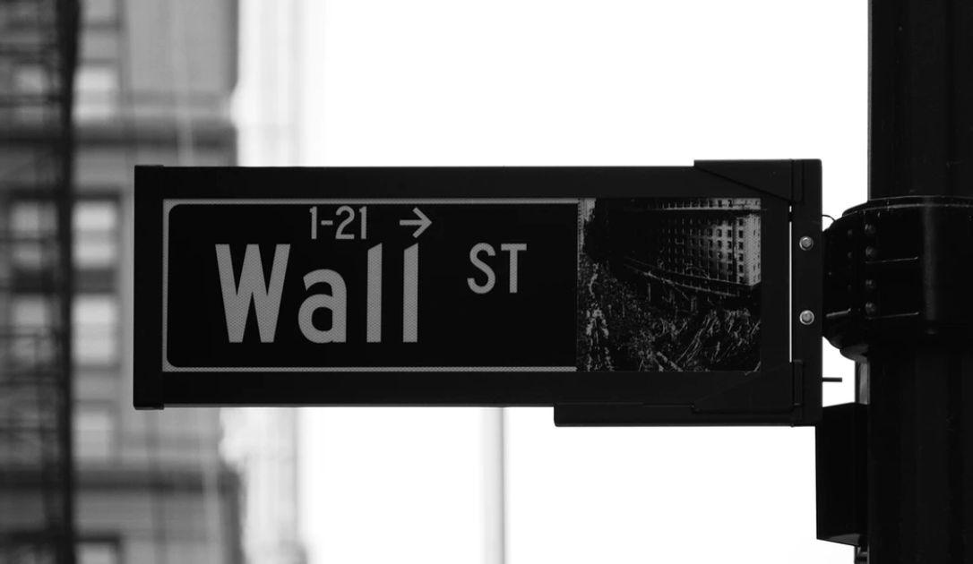 15 tysięcy powodów do korekty. Koniec euforii na Wall Street? Istotne odbicie na kursie euro do dolara odroczone