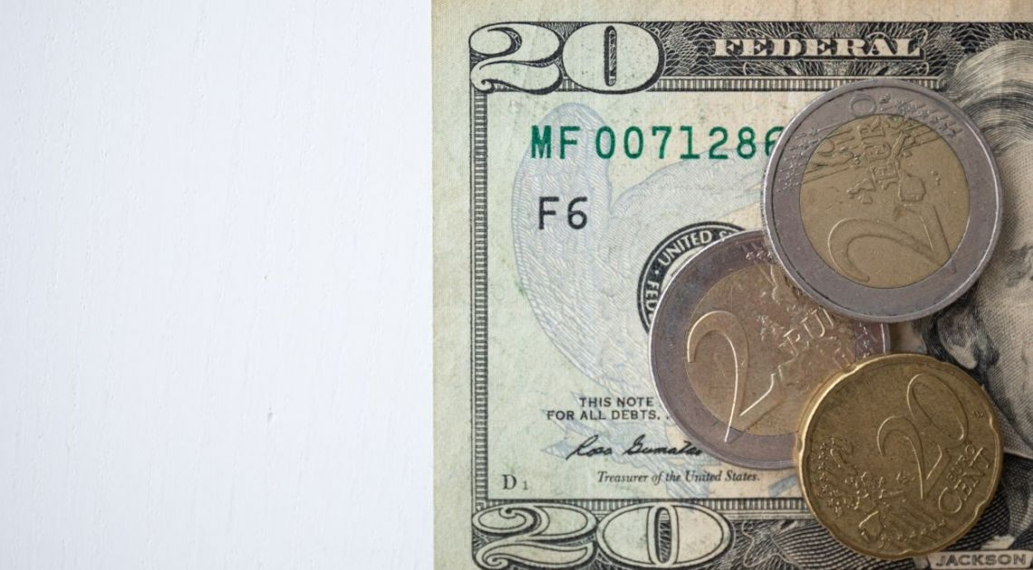 Kursy średnie NBP dolara, euro, funta franka i pozostałych walut w piątek