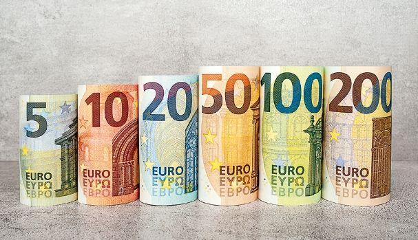 4,30 psychologiczną barierą dla kursu euro do złotego (EUR/PLN). Europejska waluta w parze z dolarem USD opada znów w stronę 1,10