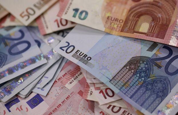 Aktualne notowania kursu euro w EBC: 1,1409 dolarów i 129,04 jenów