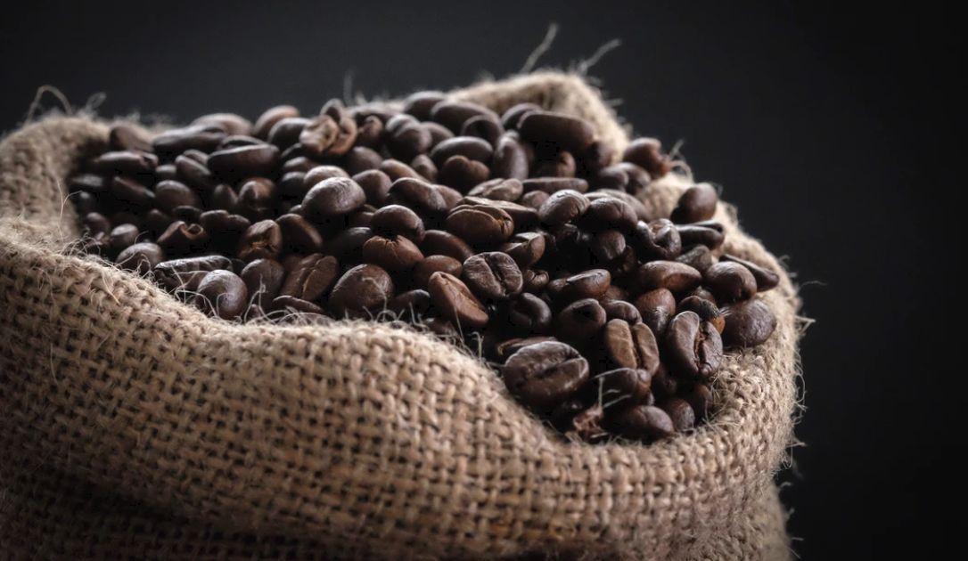 Ambiwalentne nastroje na rynku ropy naftowej. Oczekiwania niemal rekordowych zbiorów kawy w Brazylii