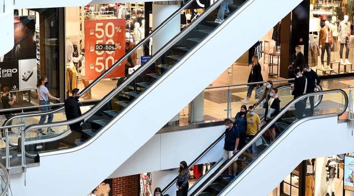 BADANIE: Galerie handlowe z przeszło 60% spadkiem liczby wizyt i klientów przed Bożym Narodzeniem