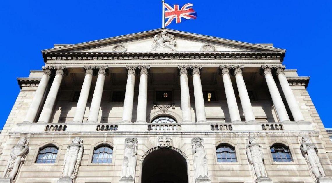 Kurs funta z 4 groszowym wzrostem. Bank Anglii tnie stopy procentowe! Co z kurem euro, dolara i funta?