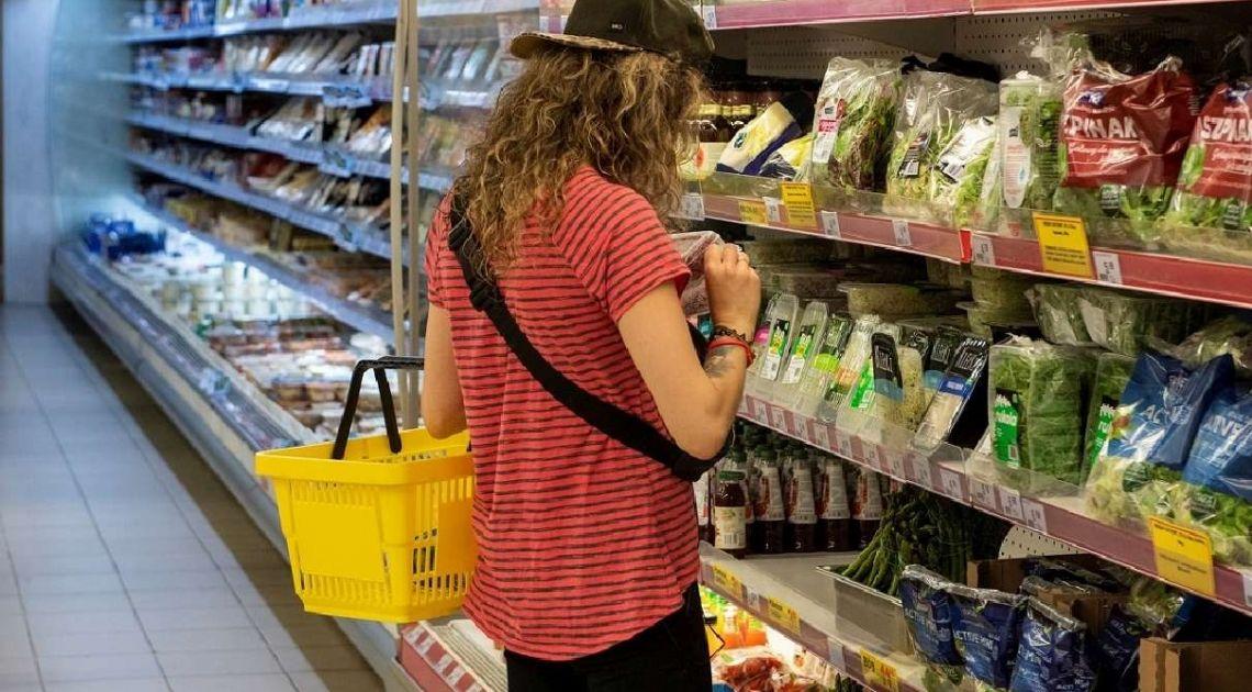 Blisko 90% Polaków podczas zakupów spożywczych nie nosi rękawiczek ochronnych
