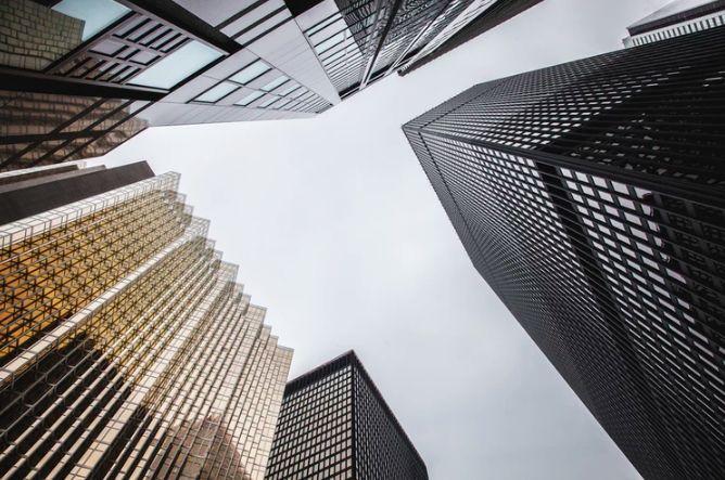 Bogate giełdy jeszcze bardziej w górę. Indeks S&P500 na historycznych szczytach