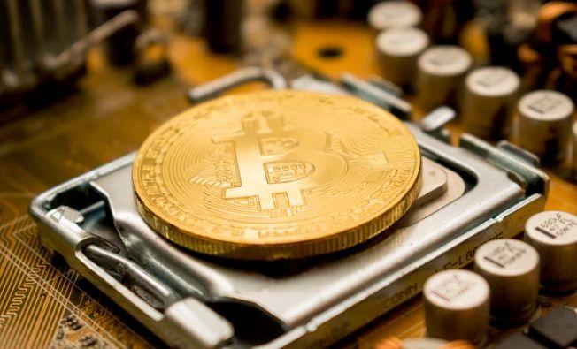 Cena Bitcoina znów się zwiększa a w Polsce coraz drożej. Kontrowersje wokół Brexitu