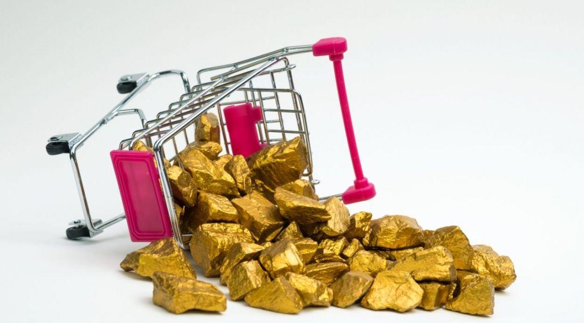Cena złota na niskim poziomie. Czy notowania GOLD mogą spaść do poziomów 1500 dolarów za uncję? Co się musi stać, by do tego doszło?