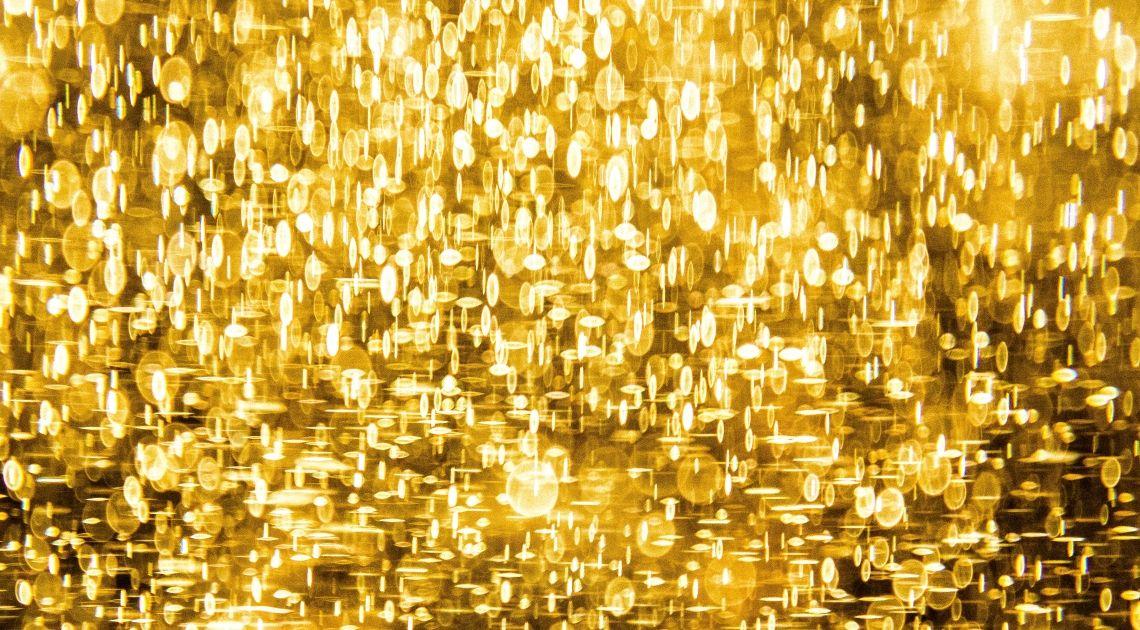 Cena złota w dół. Rajd na akcjach trwa dalej