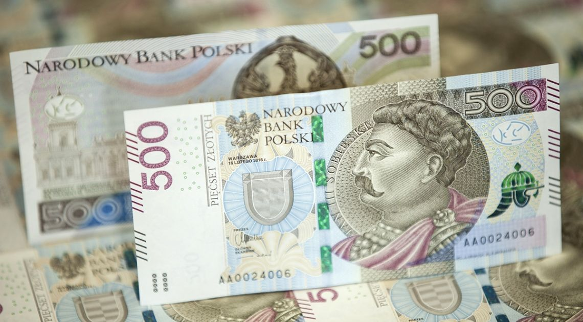 Gotówka odchodzi do lamusa? To bzdura! Papierowy pieniądz jeszcze nigdy nie miał się tak dobrze. Jakie są ku temu powody?