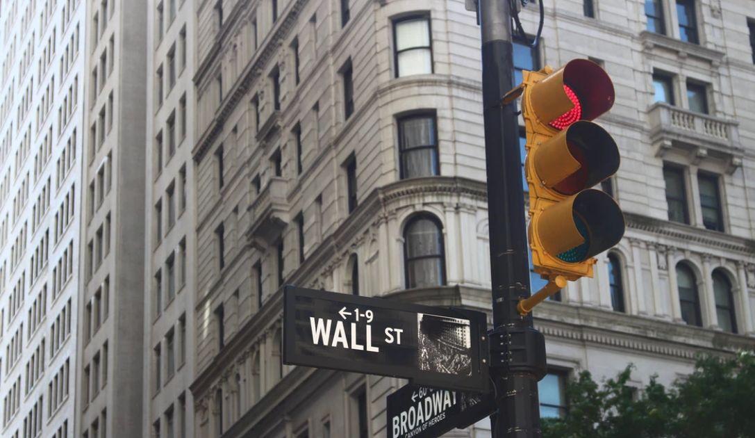 """Co mówią nam spółki z Wall Street? Czy czeka nas druga fala spadków? Dr Przemysław Kwiecień w webinarium """"Co przyniesie tydzień?"""""""