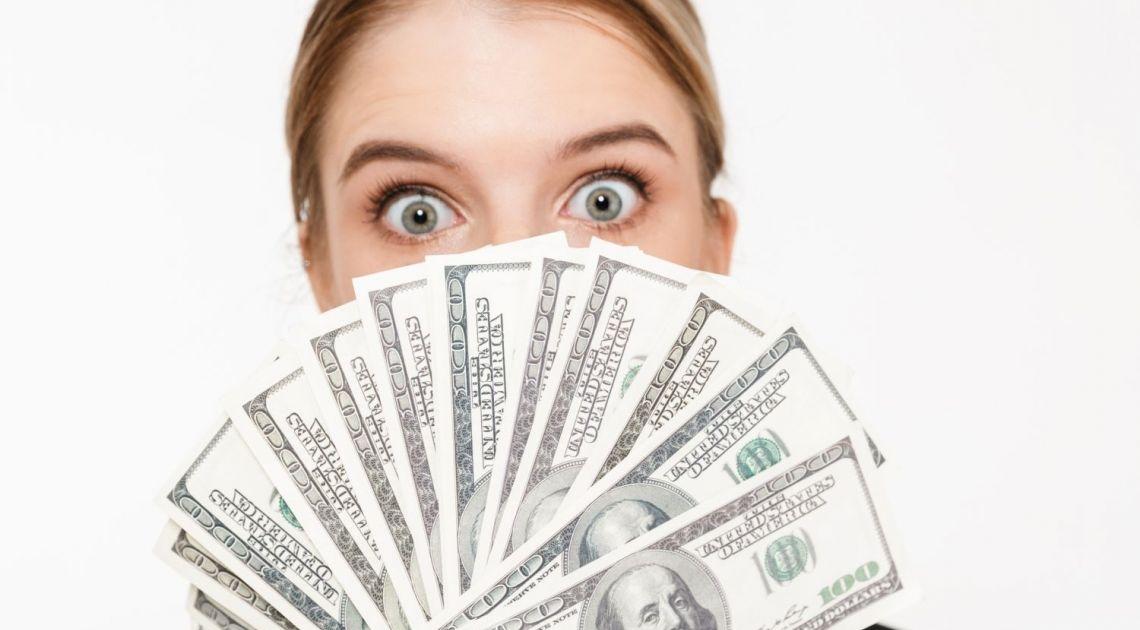 Co tu się wydarzyło? Polski złoty rozwalony przez dolara, euro i franka. Nawet kurs funta dobija PLN!