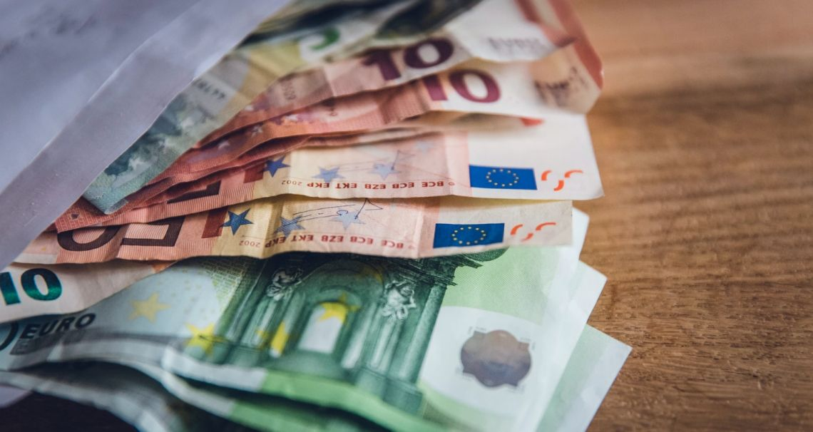 Co z kursem euro EUR/PLN? Europejska waluta do dolara (EUR/USD) pod poziomem 1,16. Złoto blisko 9-letnich szczytów