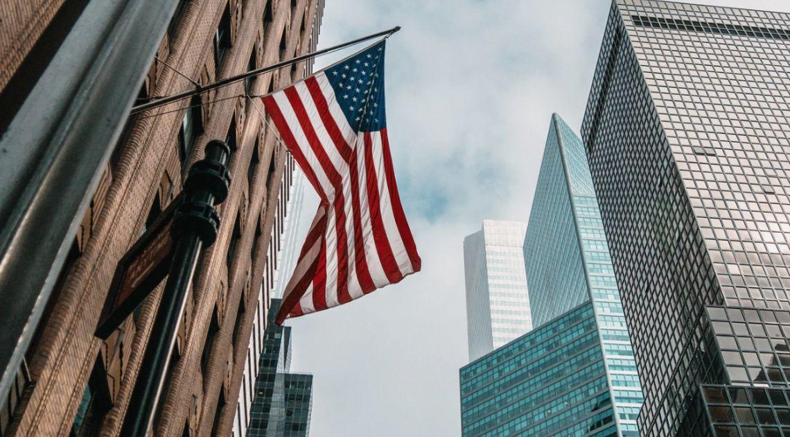 Cofnięcie na rynku akcji w Europie i wzrosty w USA. Notowania giełdowe