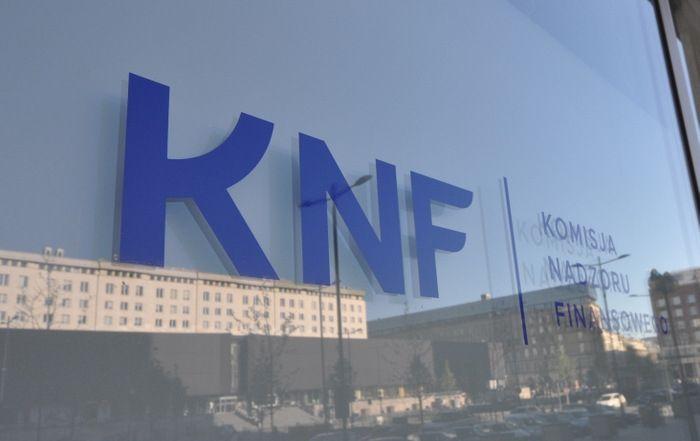 Czy KNF jest napradę niezależny?