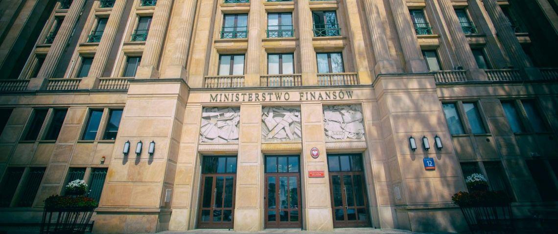 """Deficyt budżetowy w 2021 r. blisko słynnej """"dziury Bauca"""""""