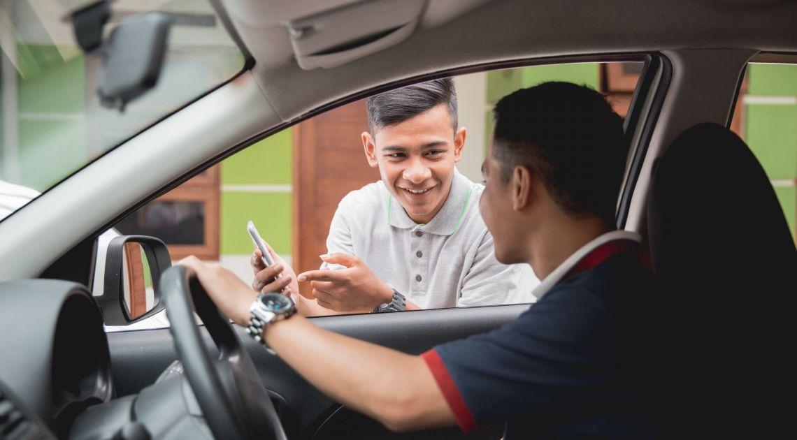 Dlaczego taksówki dalej jeżdżą bez licencji? Czym jest Lex Uber? Kto może korzystać teraz z Ubera i podobnych aplikacji?