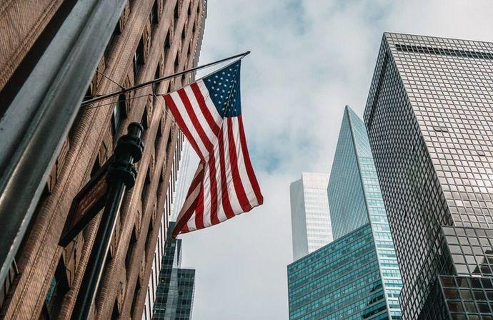 Dobrą passę dolara względem europejskich walut przerwały dane z amerykańskiego rynku pracy