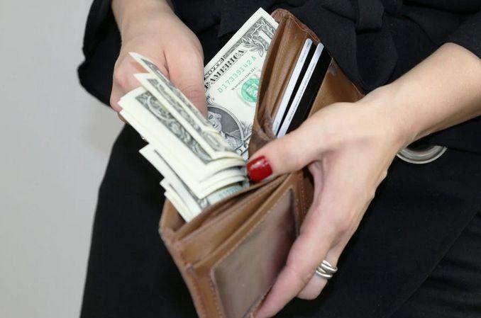 Dolar na niepewne czasy. Kurs dolara do polskiego złotego rośnie o ponad 54 grosze przy obecnym kryzysie! Już za późno na zakupy