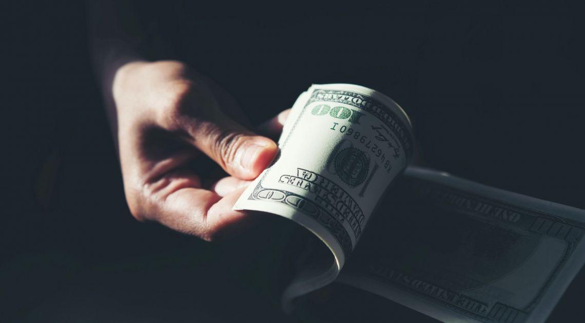 Dolar najmocniejszą walutą na świecie w kryzysie! Czy koronawirus może dalej umacniać kurs euro i franka do złotego?