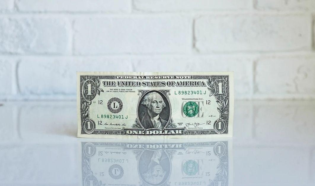 Dolar najsilniejszy od trzech lat! Kurs euro do amerykańskiej waluty (EUR/USD) dryfuje przy 1,0790. Cena złota najwyższa od 2013 roku