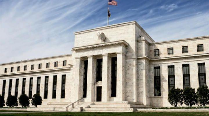 Dolar nie stracił zbytnio po informacjach z Alabamy, liczy się FED i podatki