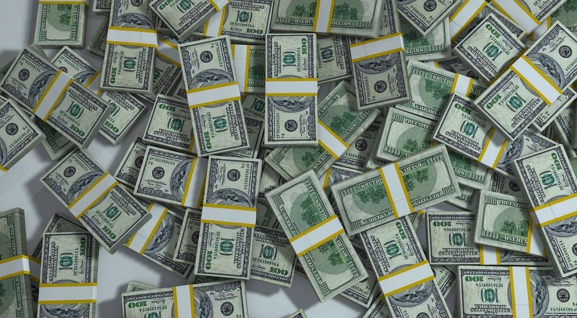 Dolar po 3.80, a kurs euro po 4.40? Możliwe scenariusze dla kursów walut Forex
