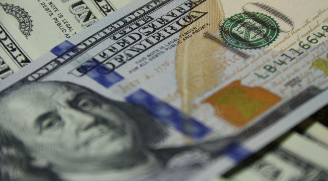 Dolar po 3,85 złotego. Euro pod 4,44 PLN. Funt przy 4,87 zł. Kurs EUR/USD najwyżej w tym roku