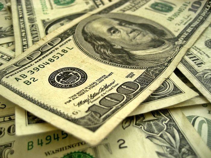 Dolar powoli odrabia straty