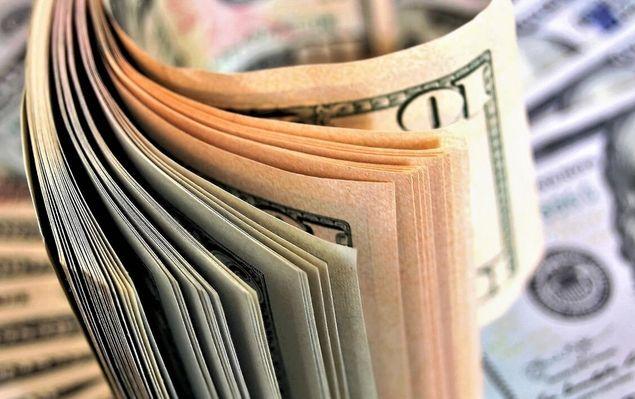 Dolar stracił na szerokim rynku, choć korekta kursu dolara nie była znacząca