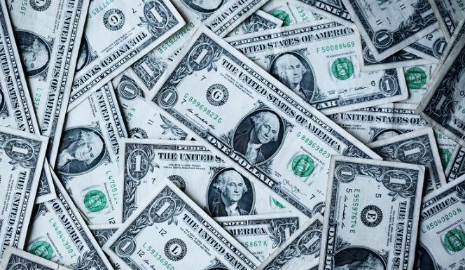Dolar (USD) pozostaje słaby. Jak radzą sobie inne waluty? Napięta sytuacja na rynku finansowym