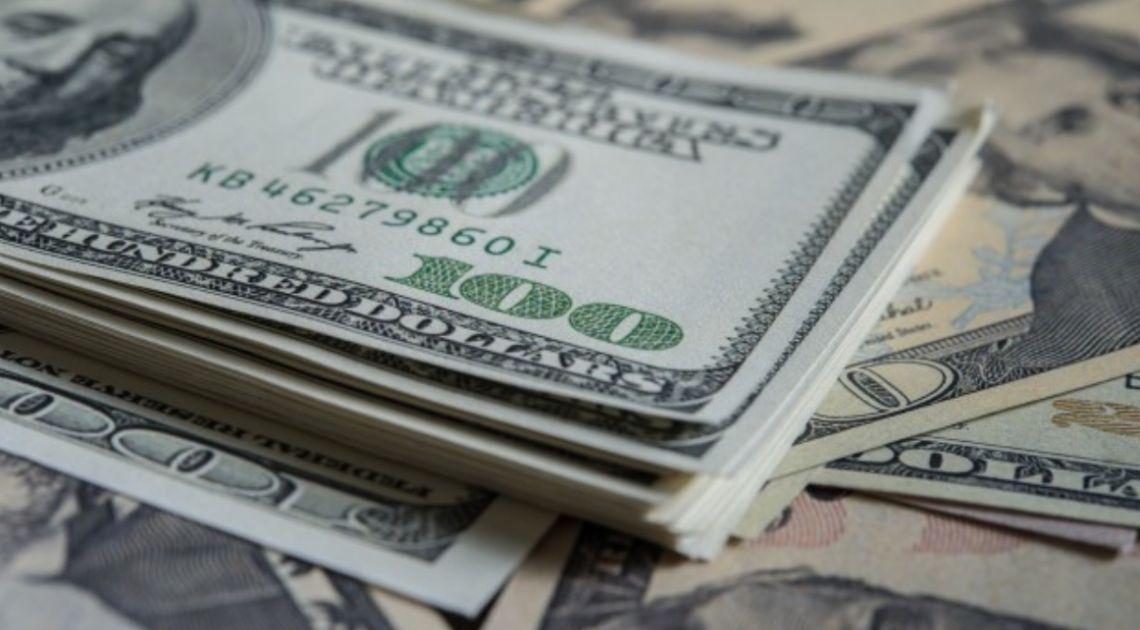 Dolar (USD) słaby względem euro (EUR), franka (CHF) i jena (JPY). Sytuacja na rynkach finansowych