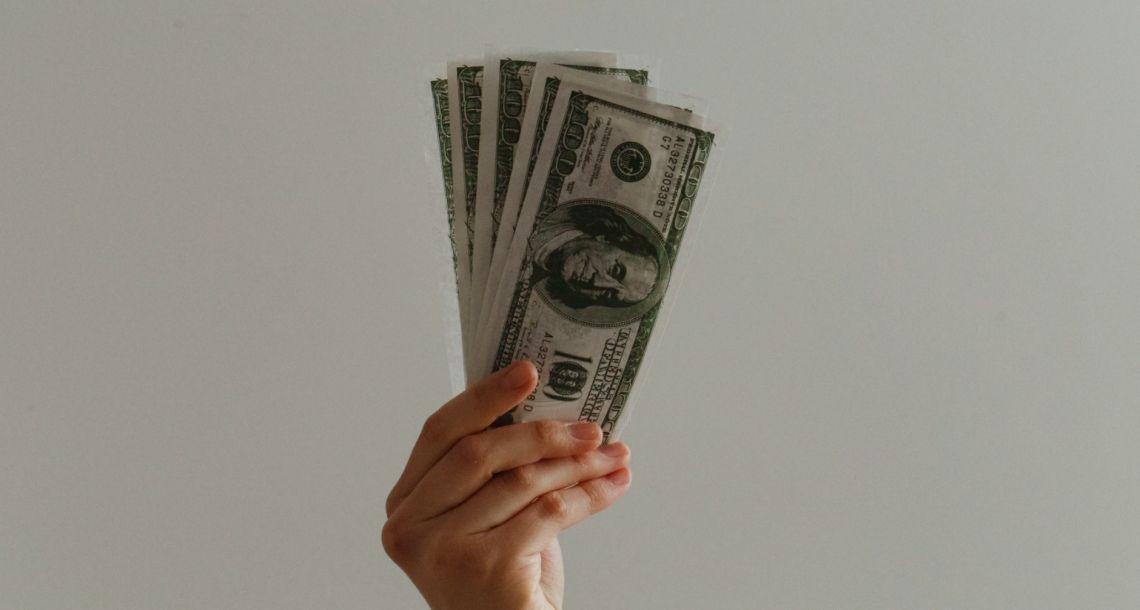 Dolar wyraźnie się umacnia. Odbicie rynków w cieniu oferty Allegro. Notowania giełdowe
