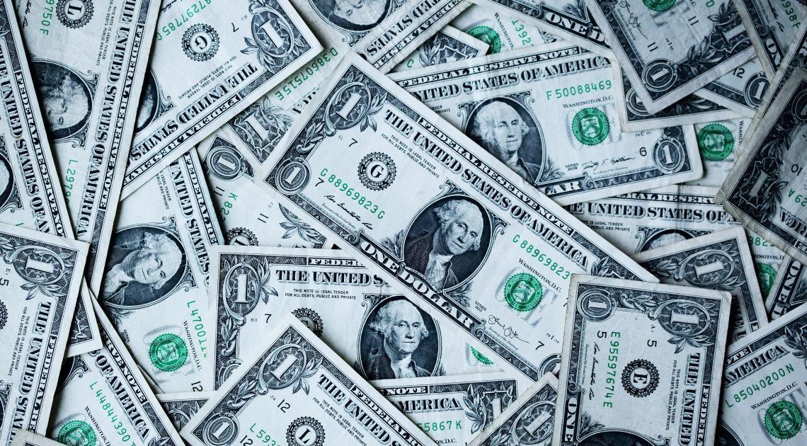 Dolar zaliczył słaby tydzień. Sprawdzamy jak zachowuje się dzisiaj kurs funta do dolara i dolara do jena