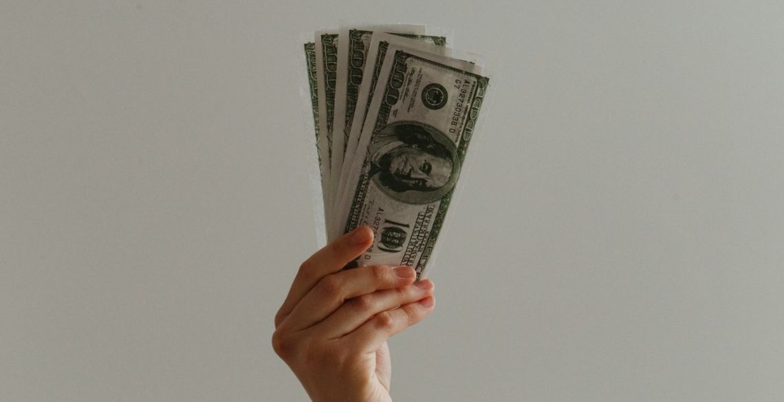 Dolar zyskuje w relacji do kursu euro. Niespodzianka z USA. Dobre dane z Niemiec