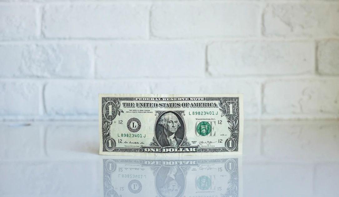 Dolar zyskuje wskutek niepewności. Przyspieszenie spadków kursu EUR/USD? Sytuacja na rynkach