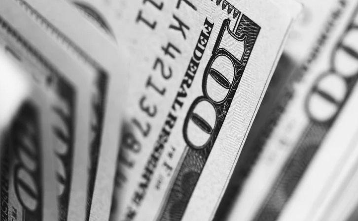 Dolara uratuje jego status bezpiecznej przystani przy gorszych danych. Ostatecznie może stracić do euro lub AUD