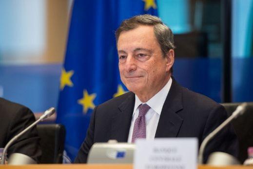 Draghi zatapia kurs euro do dolara EUR/USD. Jak radzą sobie funt GBP i polski złoty?