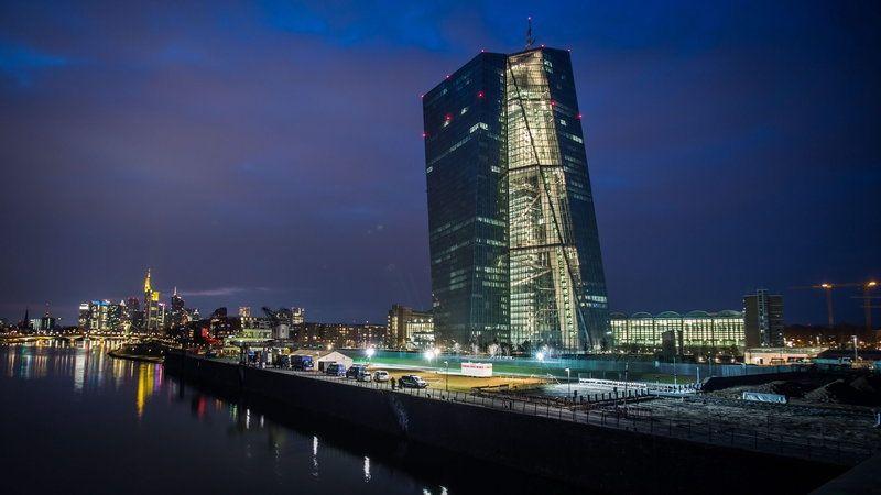 EBC nie zmienia stóp procentowych, ale hojnie dopłaci do udzielanych przez siebie pożyczek