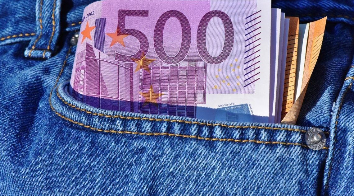 Euro bez wyraźnych sygnałów wzrostowych. Czy euro spadnie względem dolara?