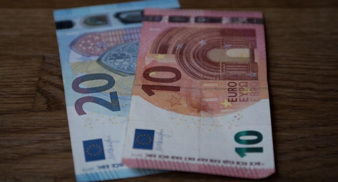Euro EUR/PLN blisko 4,45 złotego. Sytuacja na kursie EUR/USD. Powell dużo może, ale mało musi