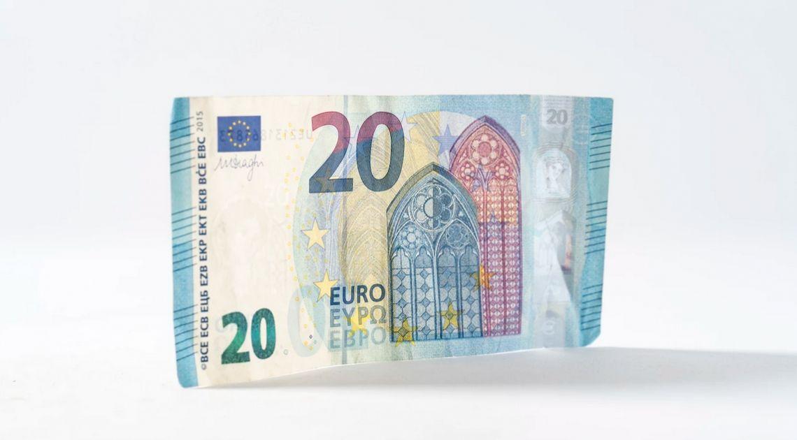 Euro po 4,285 złotego. Sprawdzamy też ile wynosi kurs dolara, funta i franka w poniedziałek rano