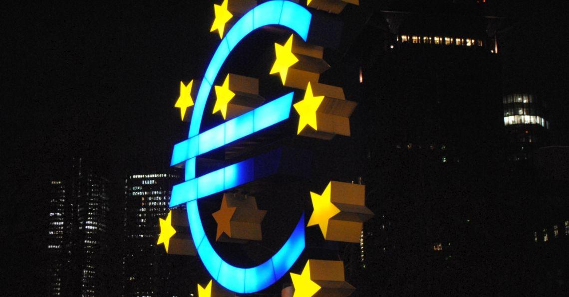 Euro po 4,41 zł. Dolar powyżej 3,75 PLN. Funt przy 4,90 złotego. Frank blisko 4,10 zł. Kursy walut na rynku Forex