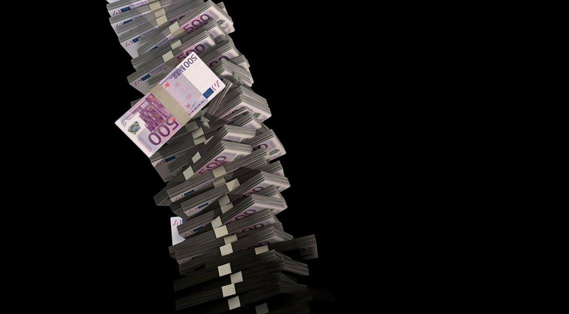 Formacja szczytowa doprowadzi do spadków na EUR/USD? Sprawdzamy kurs euro po danych przedstawiających bilans handlowy w Strefie Euro