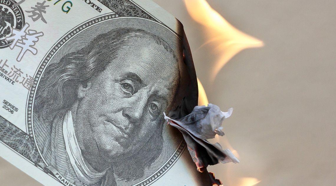 Fundusz hedgingowy- czy warto płacić za palenie naszych pieniędzy? Opłaty w dół