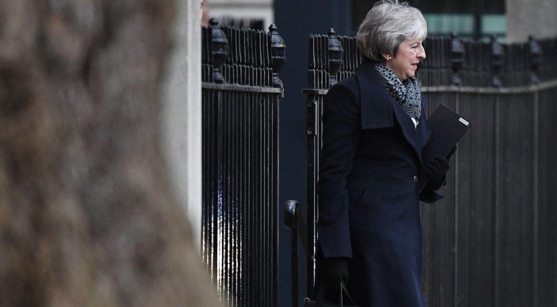 Funt po 3.00, a może po 5 złotych? Upokarzająca klęska Theresy May w sprawie Brexitu jest realna