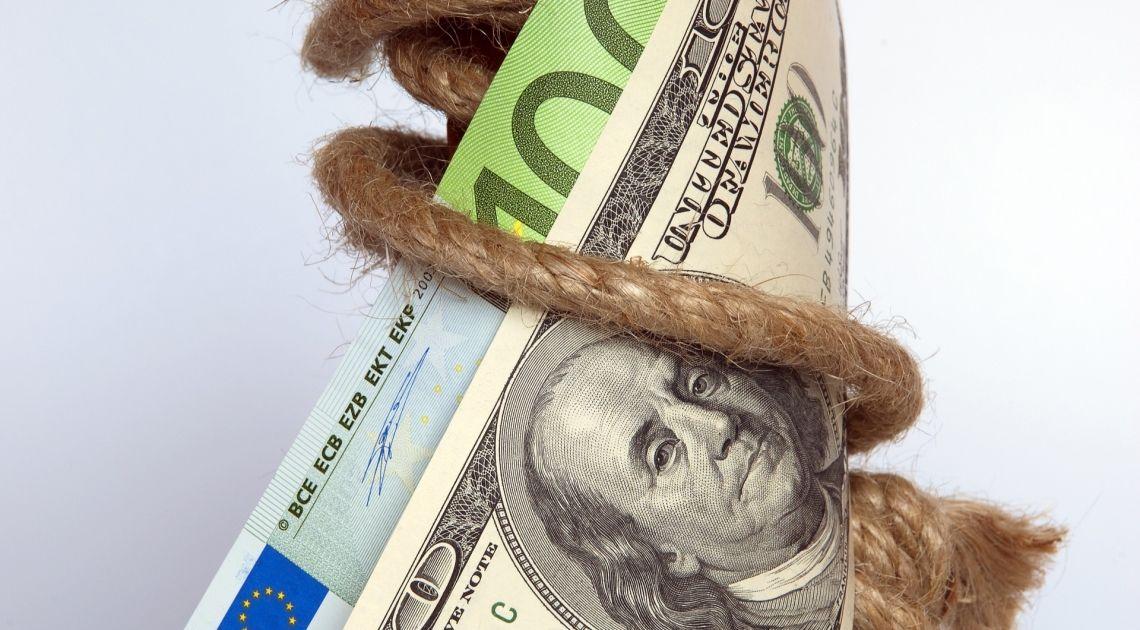 Głowa z ramionami na EUR/USD póki co ma się bardzo dobrze